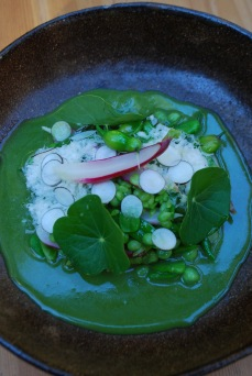 Peas and radishes with daikon pods in a sauce of their own juice